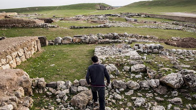 Grave robbers and war steal Syria's history