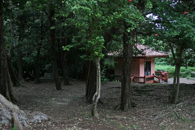自決之壕の石碑と南禅廣寺の写真
