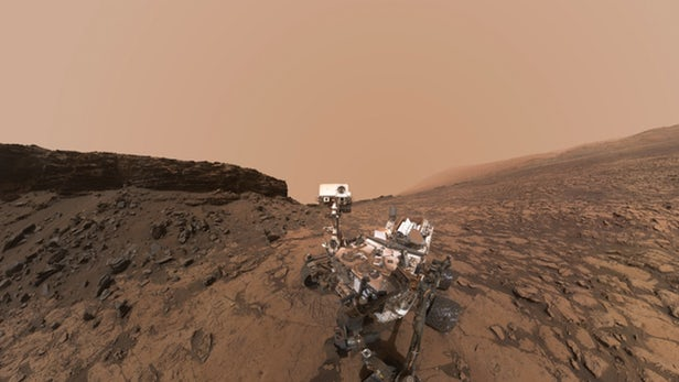 Curiosity snaps fast-moving clouds in the Martian sky