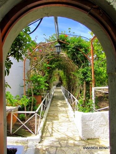 Patmos: giardino interno all'eremo della Panaghia Koumana