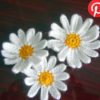 http://www.mazkwok.com/2013/04/free-crochet-pattern-daisy-applique.html