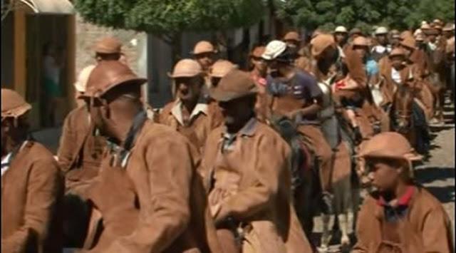 Vaqueiros participam de cavalgada em Curaçá (Foto: Silvonei Viana)