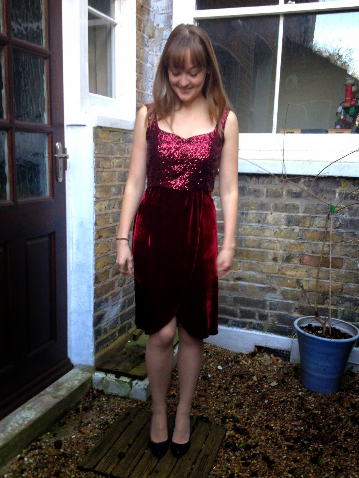 Diary of a Chain Stitcher: Sequin and Red Velvet Christmas Kim Dress