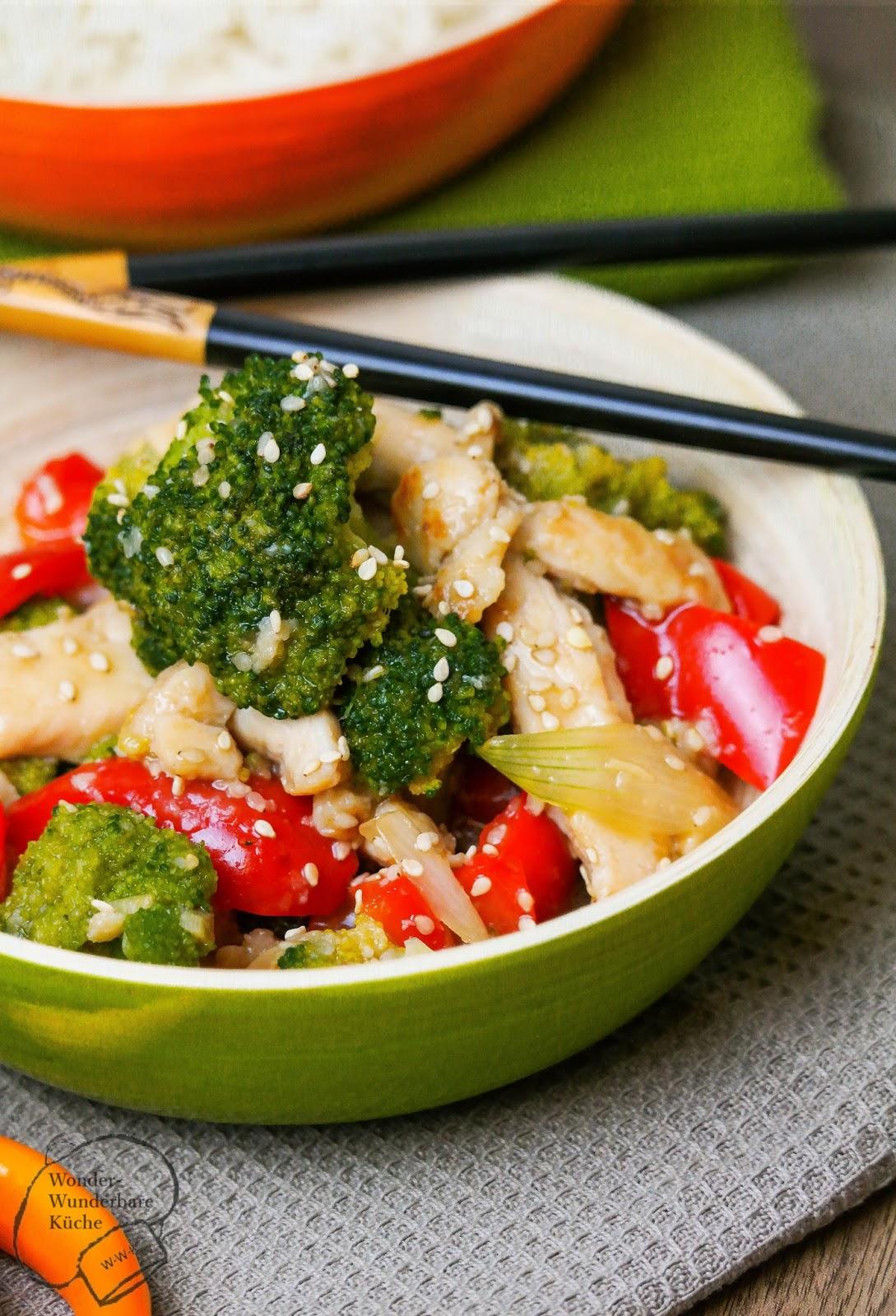 Sesam-Huhn mit Brokkoli