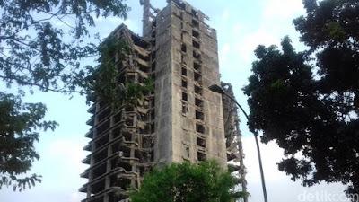 Foto-foto gedung Bintaro sebelum dan sesudah roboh:
