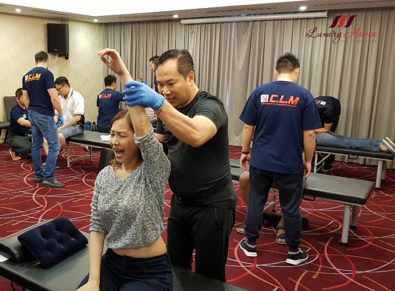 Bone Setter Chris Leong to Fix Frozen Shoulder ( 跌打CLM式骨