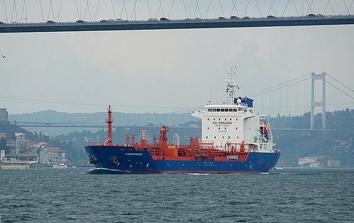 bogazda en dar noktasından gemi geçişi