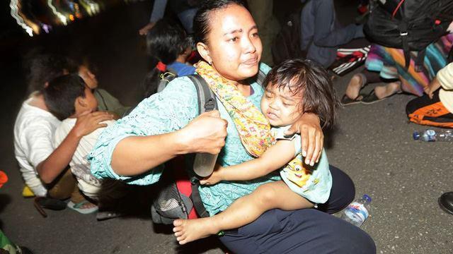 Người Indonesia tuyệt vọng sau thảm họa