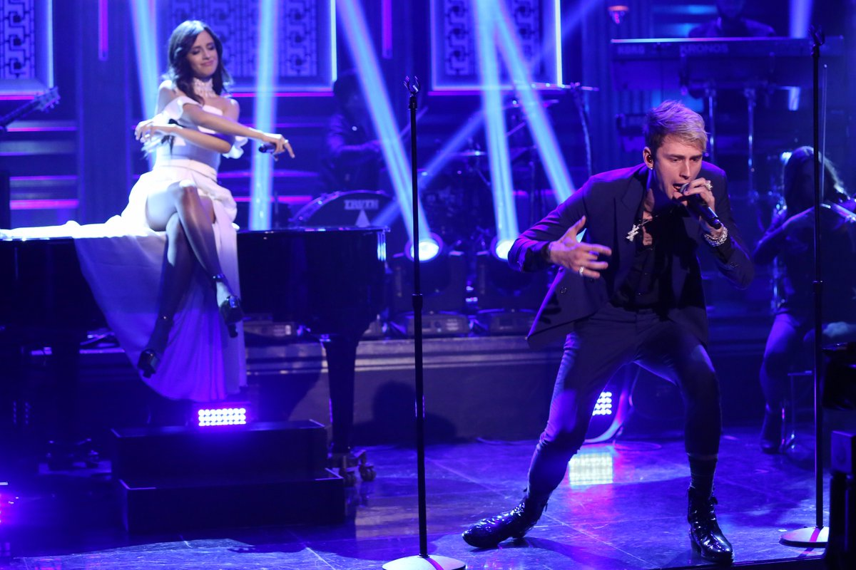 "Camila Cabello canta ""Bad Things"" con Machine Gun Kelly en ""Jimmy Fallon"""