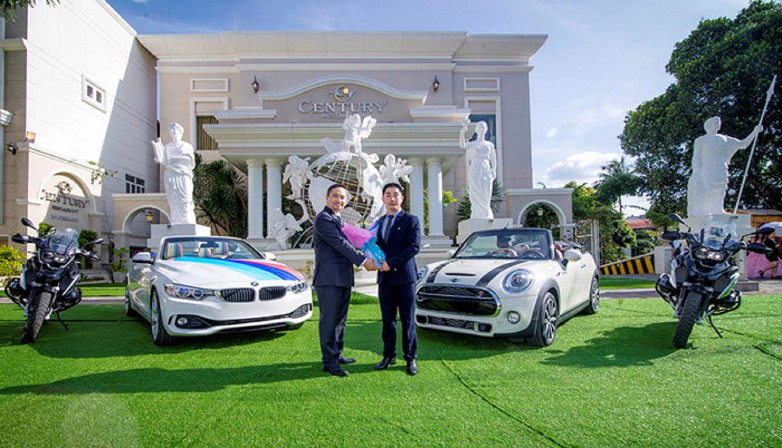 Nhà hàng tiệc cưới Century Pleiku dùng xe MINI, BMW, Motorrad làm xe hoa