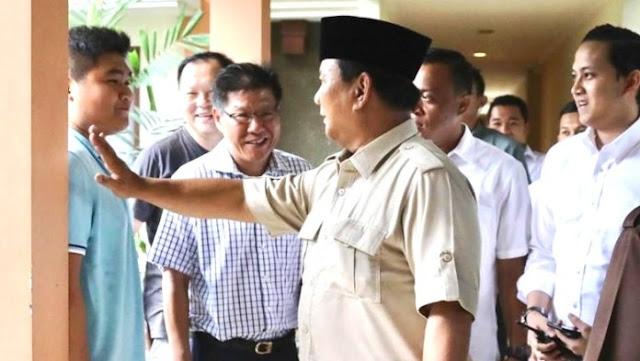Kaget, Prabowo Subianto Dicegat Warga Keturunan Tionghoa