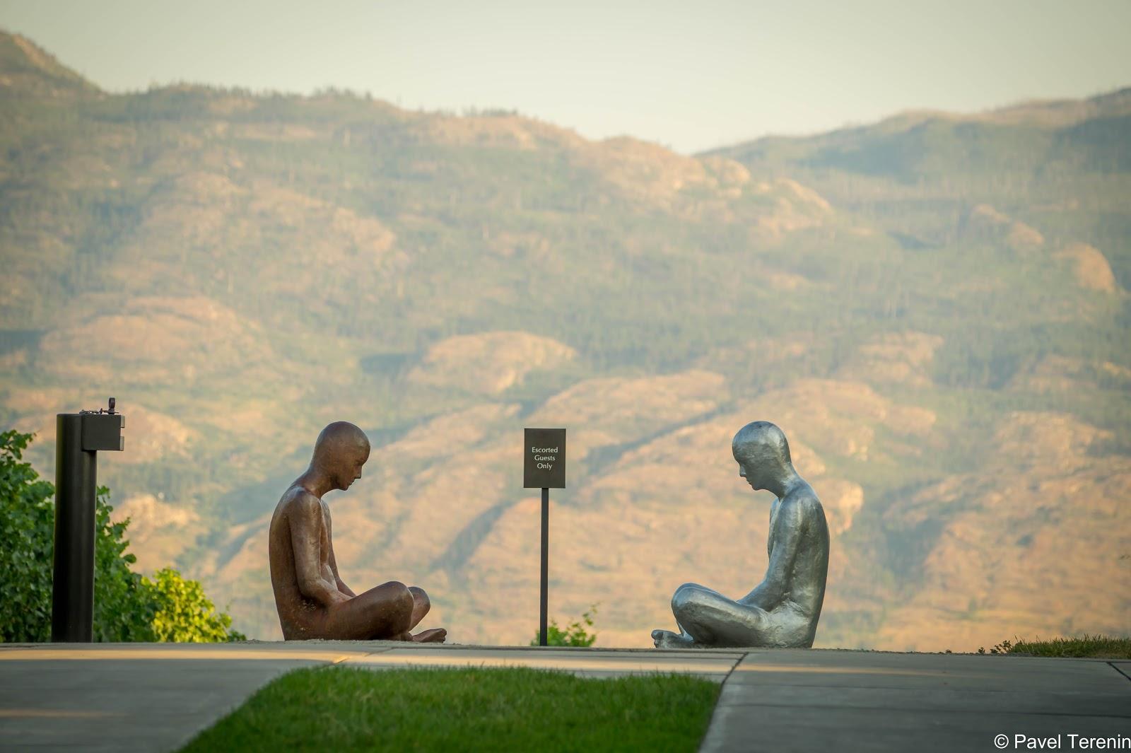 Значение этой скульптуры на выходе осталась для меня загадкой.