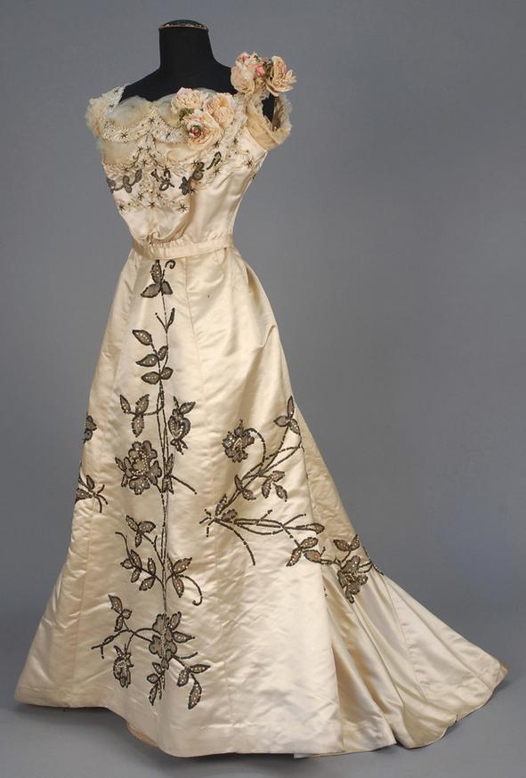 Robe du soir blanche, vers 1900