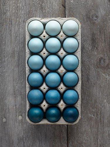 Huevos de pascua decorados con pintura