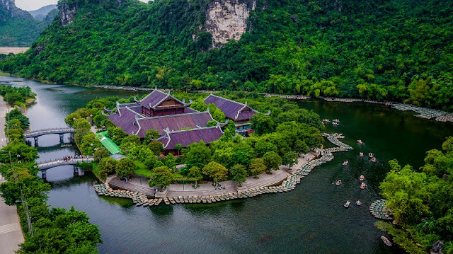 One day experience the spectacular scenery of Ninh Binh land 1