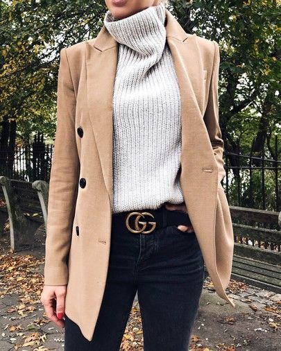 cute winter outfit for work : beige blazer + high neck sweater + black jeans
