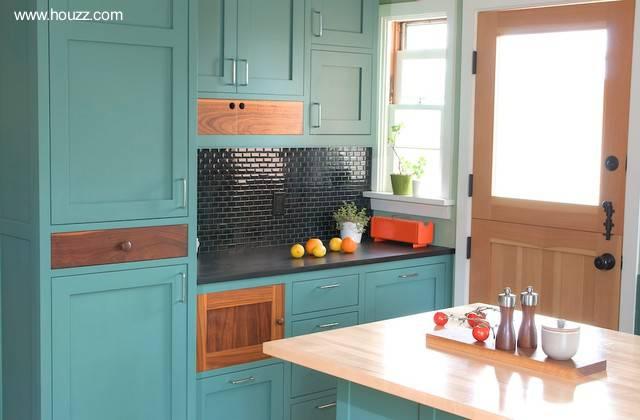 Arquitectura de Casas: Pintura de los gabinetes de cocina.