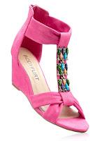 Sandale glamuros ornate în faţă