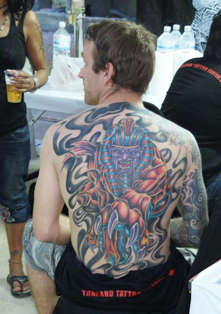 Assustador Egipcio Tatuagem Nas Costas