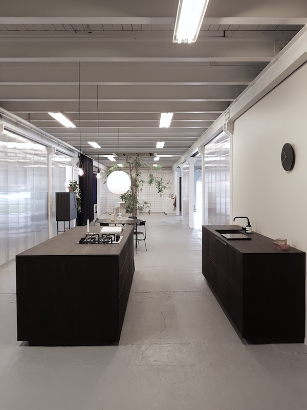 Vosgesparis reform kitchen showroom visit 3 days of design for Kitchen design visit