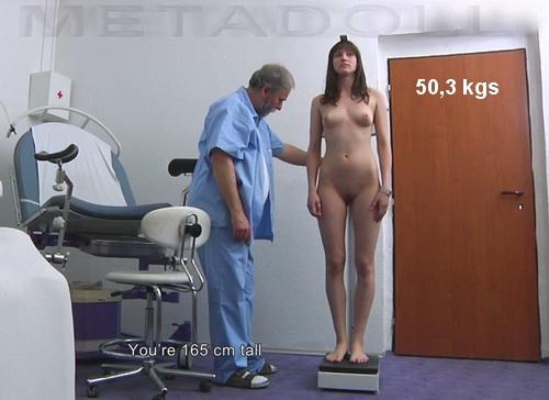 Пришедшая девушки на осмотре у врача скрытая камера наташу напоили