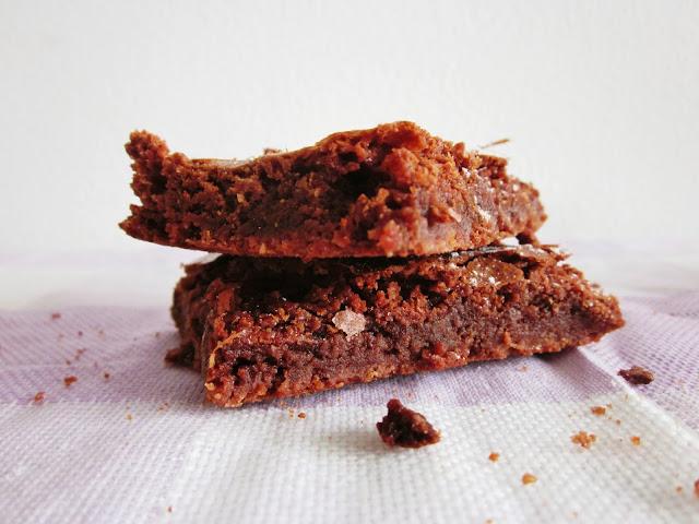 Schoko-Brownies seitliche Sicht