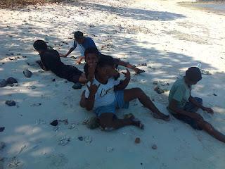 main pasir di pulau kepa alor NTT