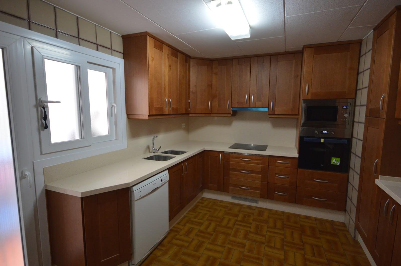 Reuscuina muebles de cocina de madera maciza con for Muebles de cocina de madera maciza catalogo