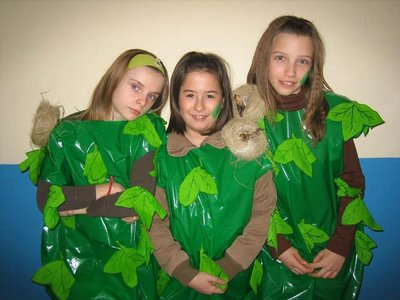 disfraz de  arbol con bolsa de basura