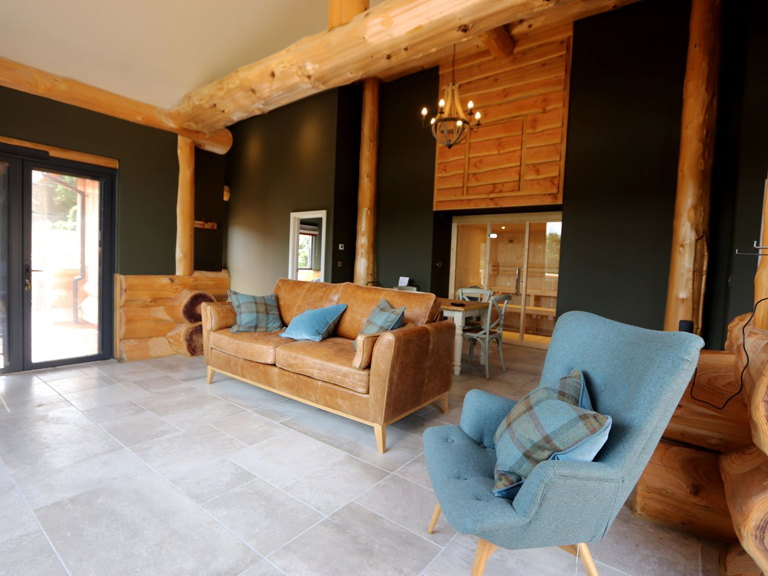 20 Lodges with Hot Tubs within a 90 minute drive of York  - bears den