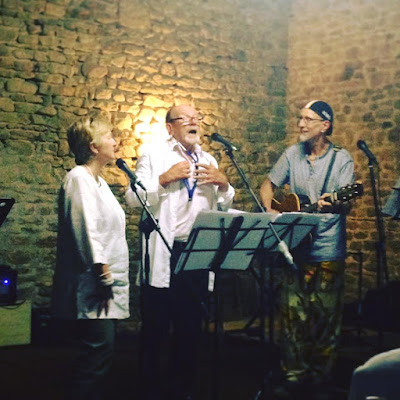 singing holidays, singing, group singing, group holidays, sing from the heart, France, Limousin, Nouvelle Aquitaine, Creuse, retreat, community singing, singing retreat,
