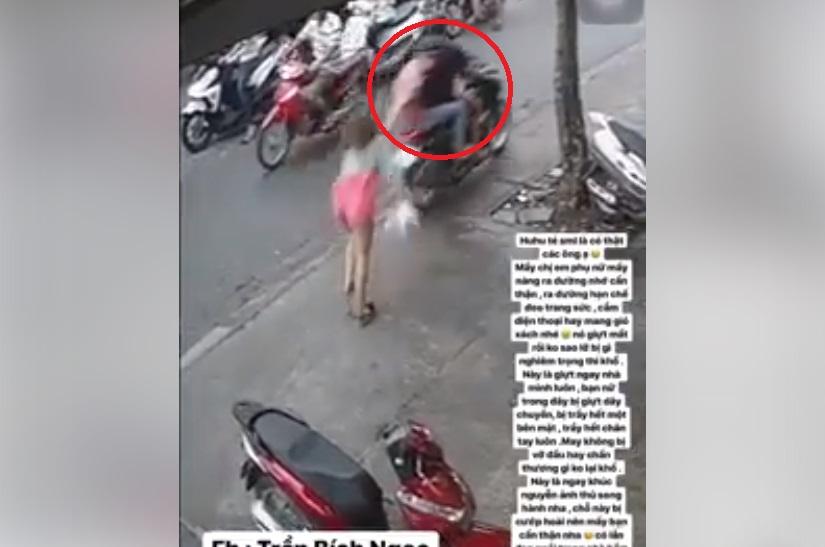 Tên cướp giật phăng sợi dây chuyền khiến cô gái ngã sấp mặt xuống đất