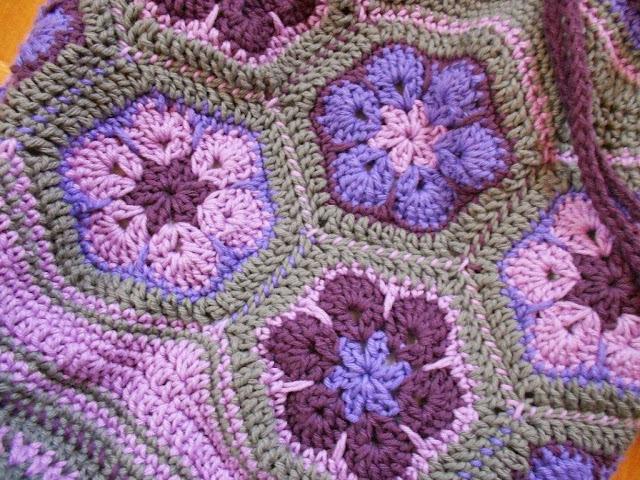 Como fazer flor de crochê africana para aplicação em colchas, tapetes, bolsas