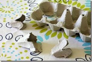 ตัดกระดาษจากถาดใส่ไข่