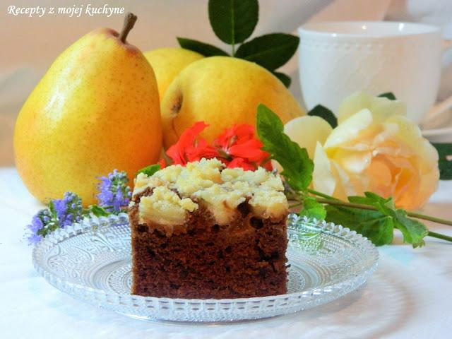 Čokoládový koláč s hruškami a škoricovou drobenkou