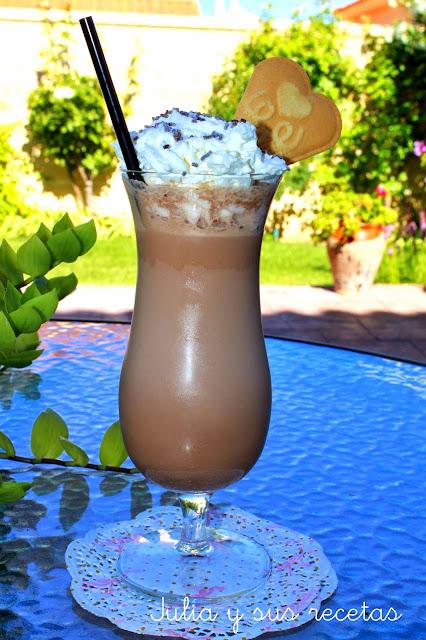 Batido de helado de chocolate con nata. Julia y sus recetas