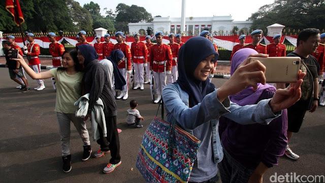 Hanya Ada Di Era Jokowi, Rakyat Bisa Selfie Dan Melihat Serah Terima Jaga Paspampres Istana