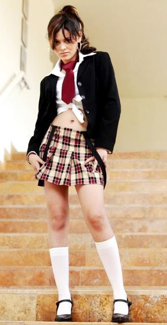 Foto de Allisson Lozz con uniforme de escuela