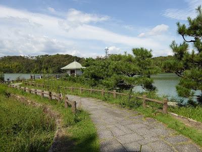 山田池の浮見堂