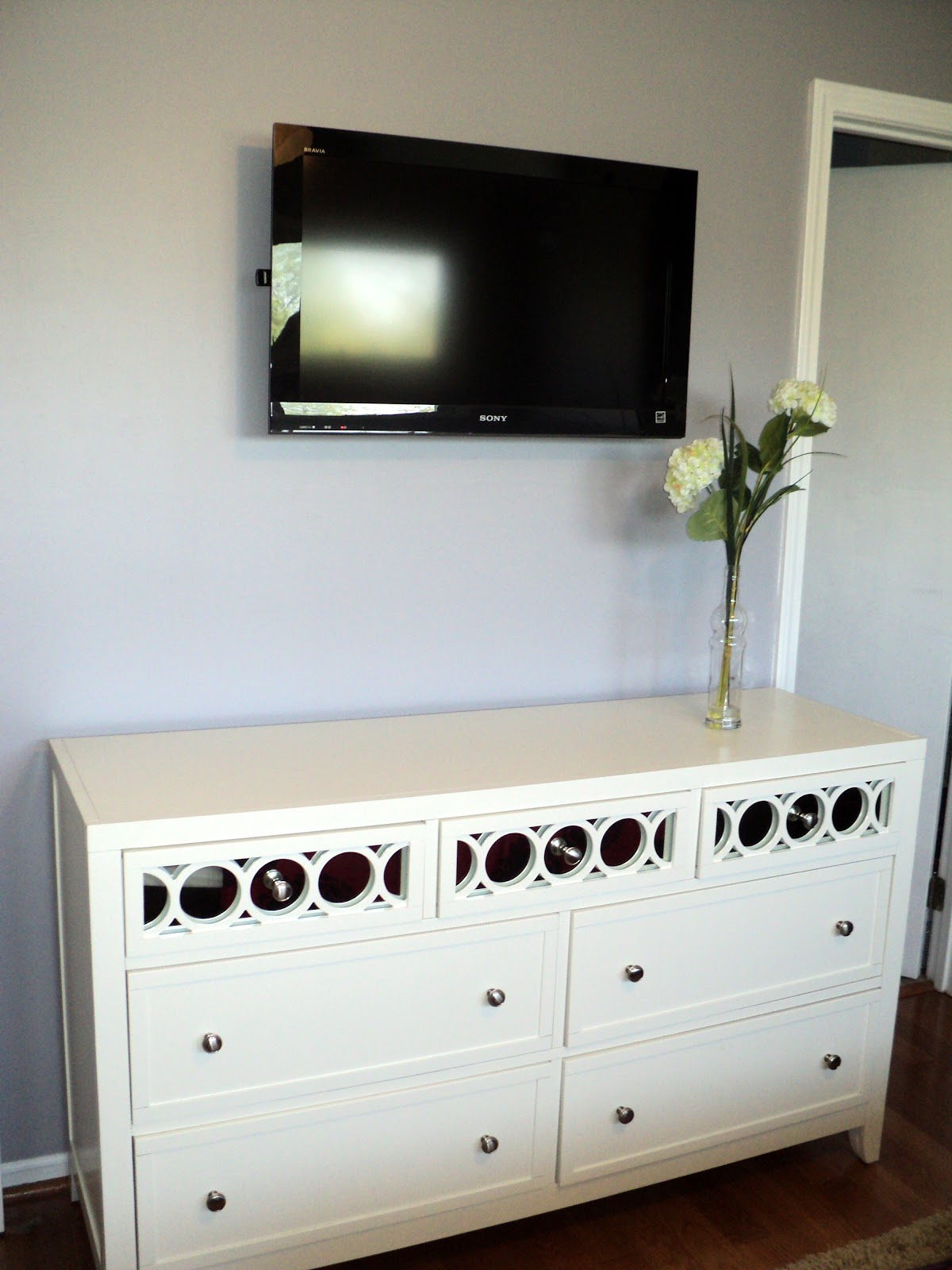 shoestring sophistication: DIY Mirrored Furniture Anyone?
