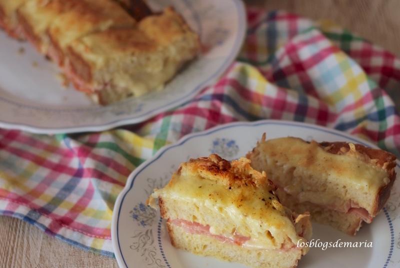 Pastel de pan con jamón, bacon y queso