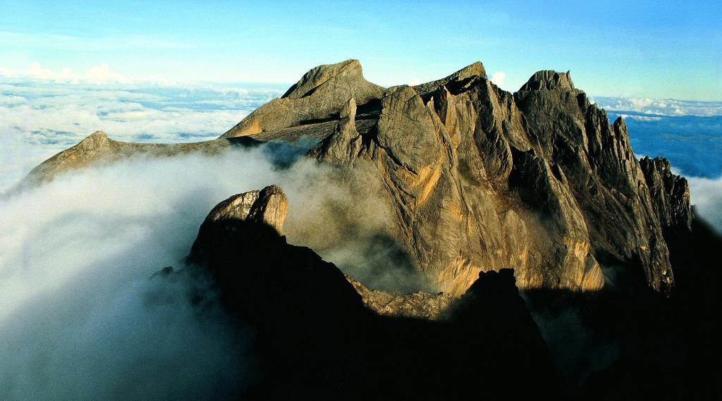 gersang dan tandus Gunung Kinabalu - 4.095 mdpl (Malaysia)