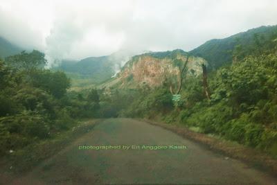 Kondisi jalan menuju Gunung Papandayan.