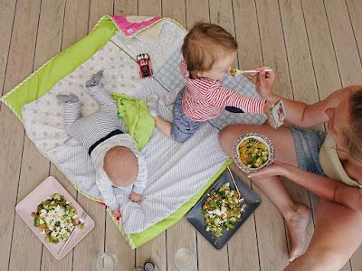 Sommerliches Picknick auf der neuen Terrasse
