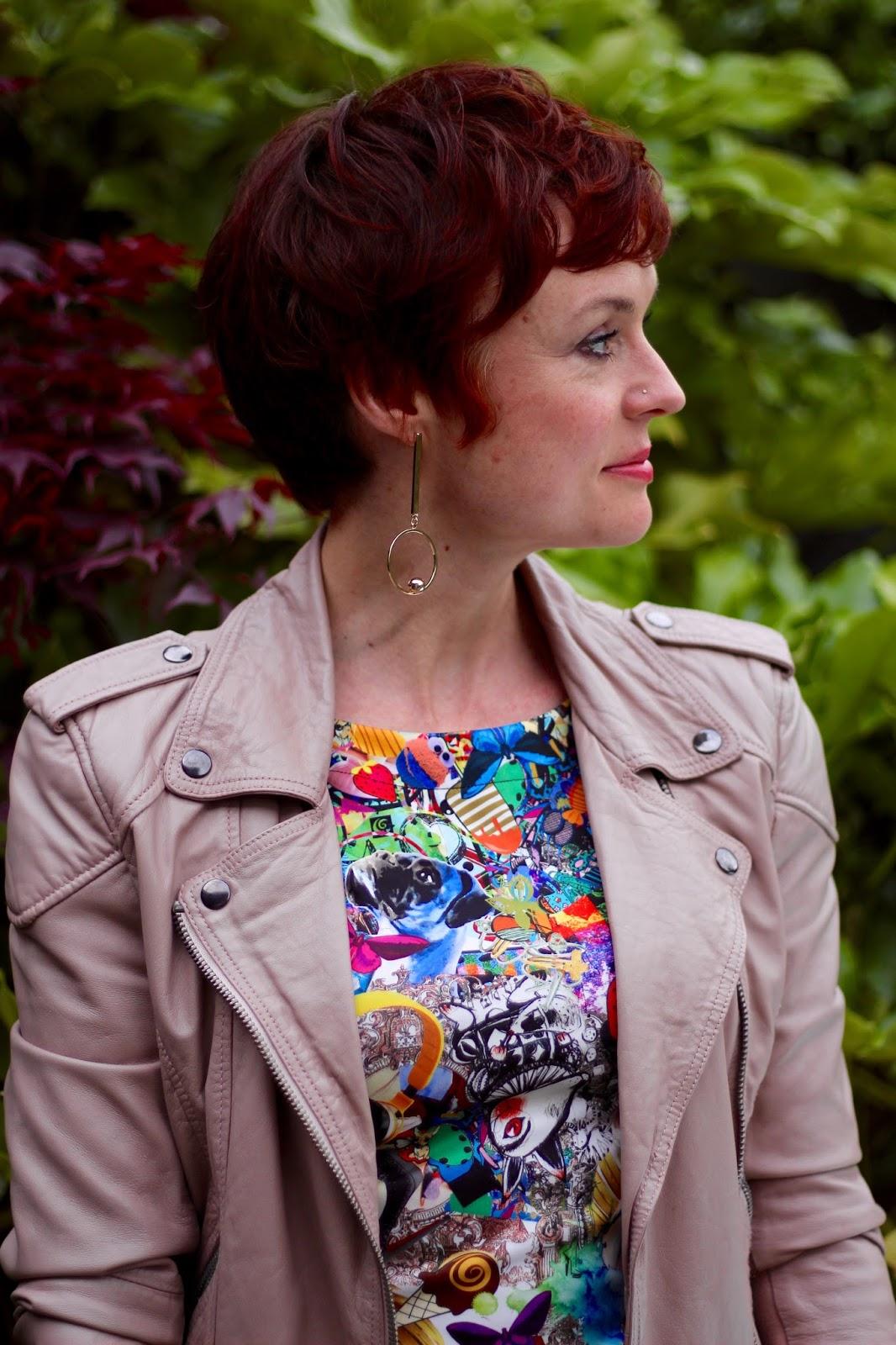 Comic Graphic Dress, Nude Leather Biker Jacket, Cobalt Blue Heels | Easy Dressing.