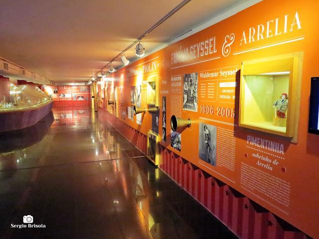 Vista ampla do salão de exposições do Centro de Memória do Circo - Galeria Olido - São Paulo