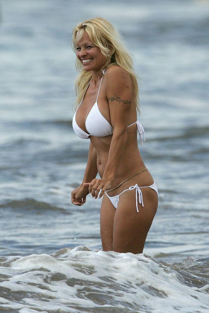 Boobs Free Nude Celebs At Beach Photos