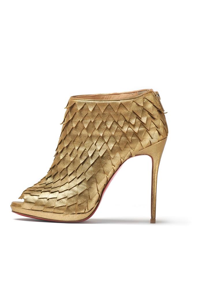 como combinar sapato dourado