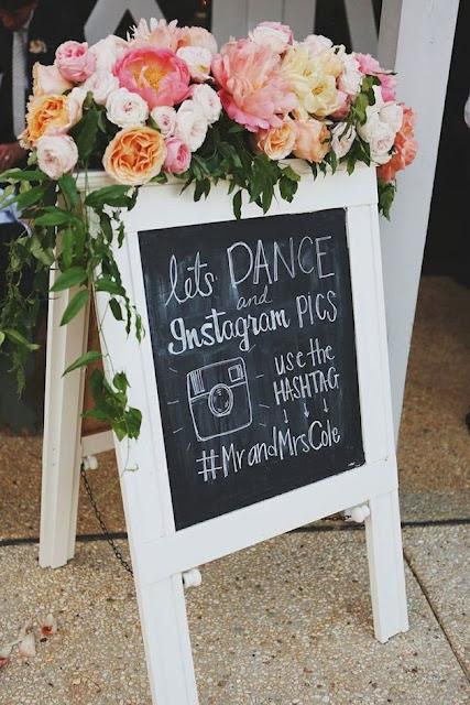 hashtag pada papan selamat datang