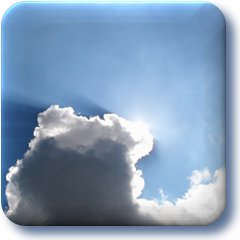 Wolken met een zon die tevoorschijn komt